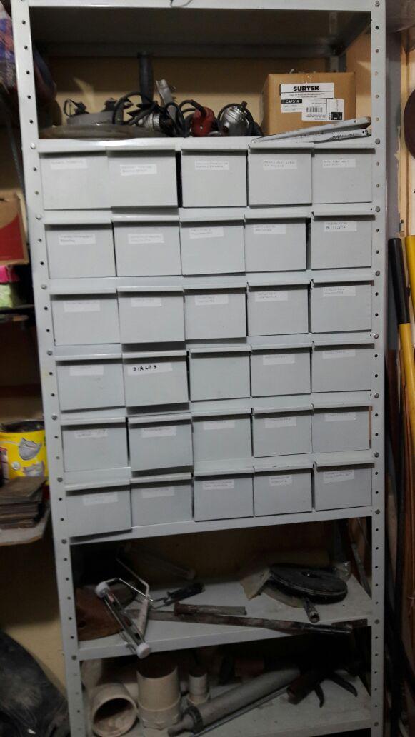 Se Vende Estanteria Métalica c/30 cajones Individuales