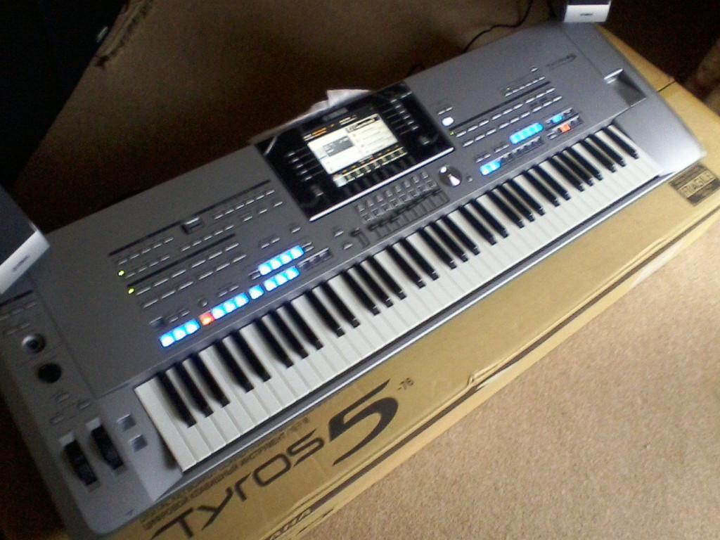 Yamaha Tyros5 76 nota clave