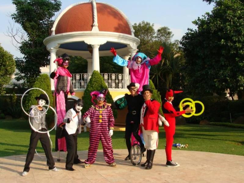 Zanqueros Idales Fiestas Show