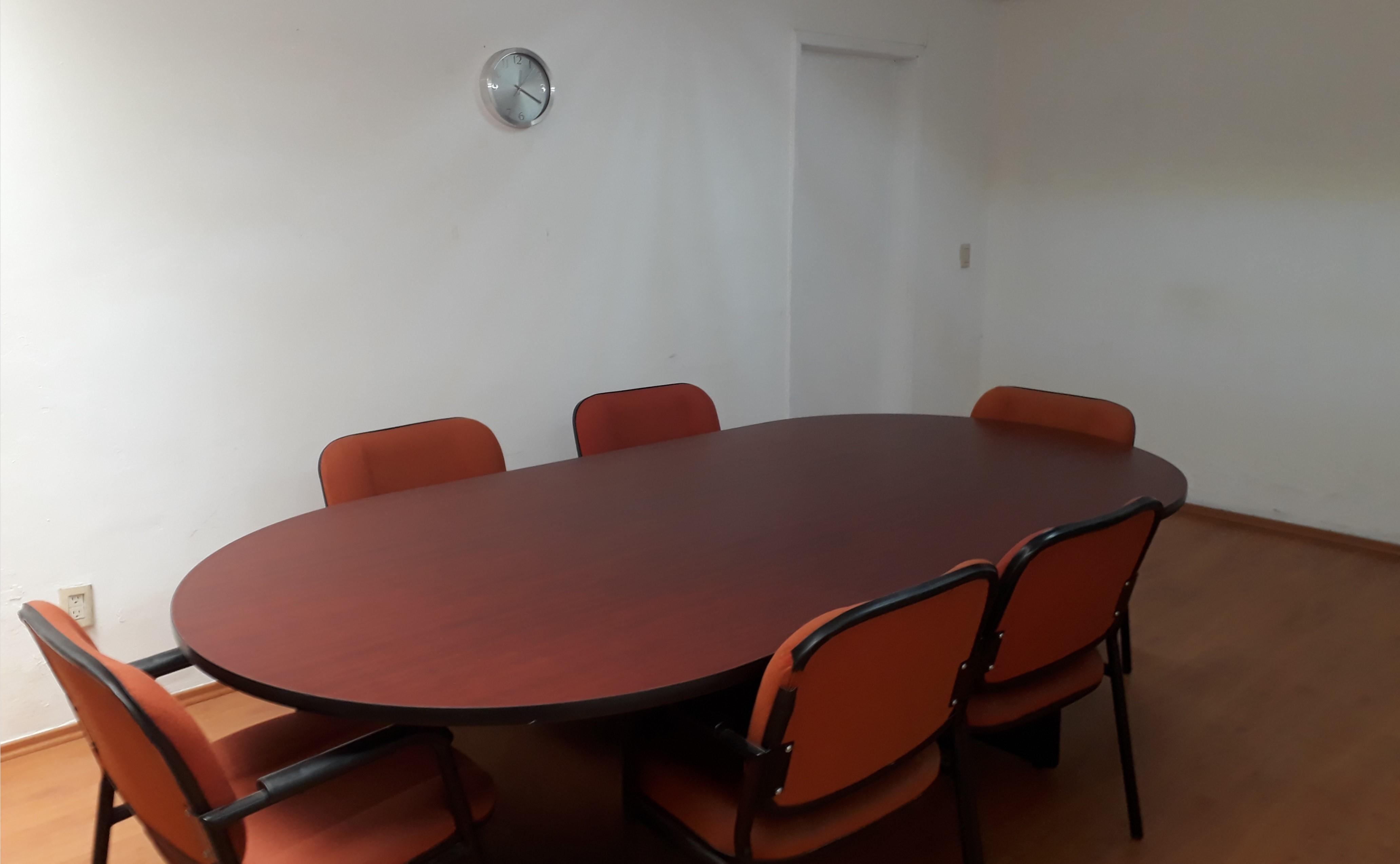 Sala de juntas con servicio de catering.