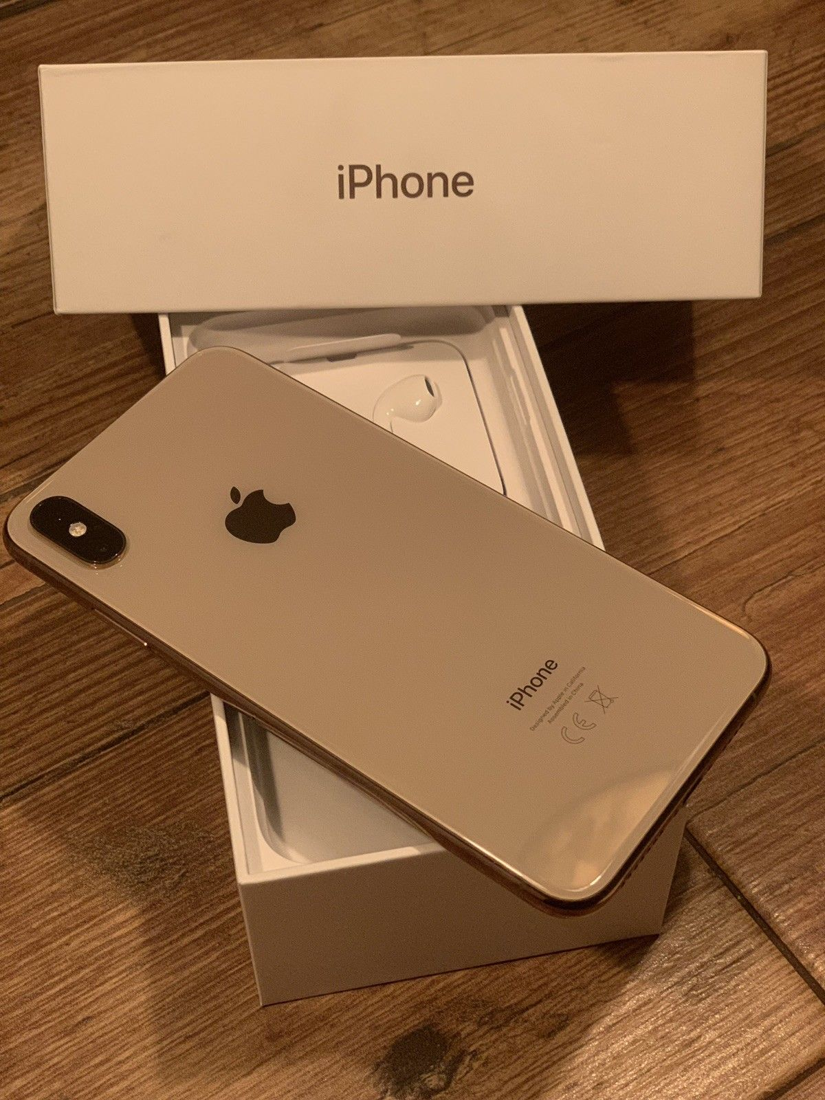 Apple iPhone Xs 64GB €429 iPhone Xs Max 64gb €459 Contact WhatsApp +44 7451 238998